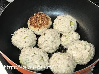 豆腐とネギの和風あんかけハンバーグ